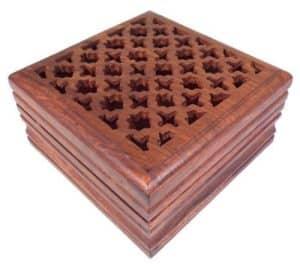 Caja de madera tallada - para joyas, recuerdos, cartas de tarot, popurrí o dijes 1